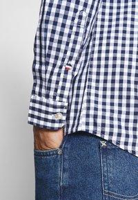 Tommy Jeans - OVERDYE - Shirt - white/twilight navy - 3