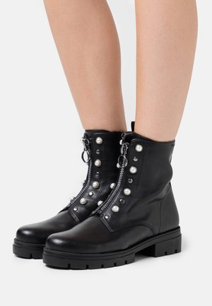 BOOTS - Stiefelette - black