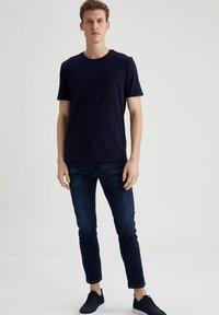 DeFacto - Basic T-shirt - navy - 1