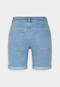ONLY Petite - ONLSUNANNEK MIDLONGSHORTS 2 PACK - Shorts di jeans - light blue denim - 2
