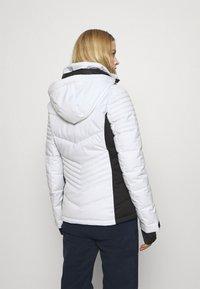 Superdry - SNOW LUXE PUFFER - Kurtka narciarska - white - 3