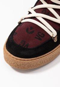 Victoria Shoes - UTOPÍA APRESKI VALENTIN - Kotníkové boty na platformě -  black - 2