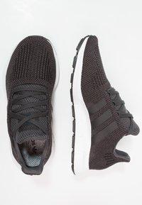 adidas Originals - SWIFT RUN - Trainers - carbon/core black/mid grey heather - 1
