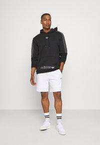 adidas Originals - Shortsit - white/multicolor - 1