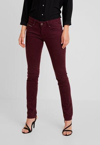 KATHA - Trousers - bordeaux