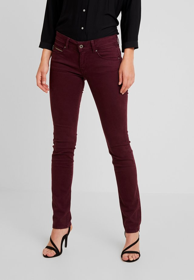 KATHA - Trousers - bordeaux