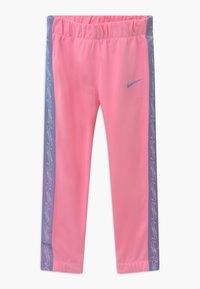 Nike Sportswear - COLORSHIFT TAPING TRICOT SET - Tepláková souprava - pink - 2