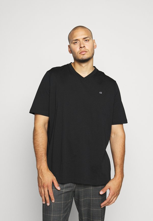 Calvin Klein LOGO V NECK - T-shirt basic - black/czarny Odzież Męska XHTF