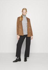 Even&Odd - CABLE LONG LINE - Jersey de punto - mottled light grey - 1