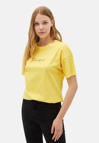 LC Waikiki - Print T-shirt - yellow - 0