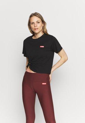 OVERRULE TEE - Print T-shirt - black