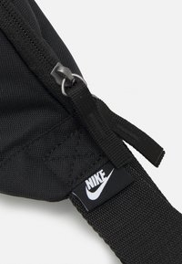 Nike Sportswear - AIR HERITAGE UNISEX - Bum bag - black/black/white - 4