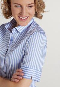 Eterna - MODERN CLASSIC - Button-down blouse - hellblau/weiß - 2