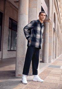 Carhartt WIP - DOUBLE KNEE PANT DEARBORN - Pantalon classique - black rinsed - 1
