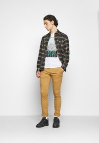 Replay - ZEUMAR HYPERFLEX  - Jeans slim fit - havana - 1