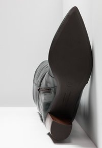 Pedro Miralles - Boots - tequila forest - 6