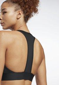 Reebok - WORKOUT READY HIGH NECK SPORTS BRA - Light support sports bra - black - 4