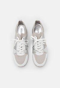 MICHAEL Michael Kors - BILLIE TRAINER - Sneakers laag - aluminum - 4