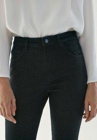 Massimo Dutti - HOHEM BUND - Jeans Skinny Fit - black - 5
