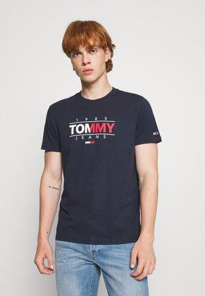 ESSENTIAL GRAPHIC TEE - Camiseta estampada - twilight navy
