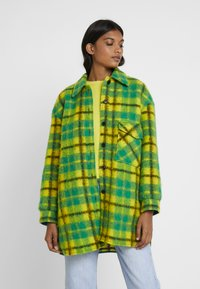 Mads Nørgaard - CHECKY CABBY - Classic coat - green/yellow - 0