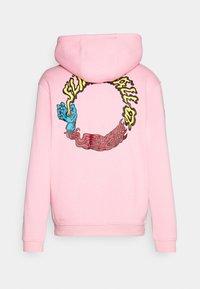 Santa Cruz - VOMIT HOOD UNISEX - Hoodie - pink - 8