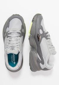 adidas Originals - FALCON - Sneakersy niskie - grey four/grey two/hi-res yellow - 3
