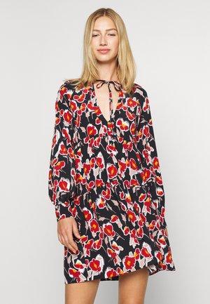 FLORAL OVERSIZED TIERED SMOCK DRESS - Kjole - black/rust