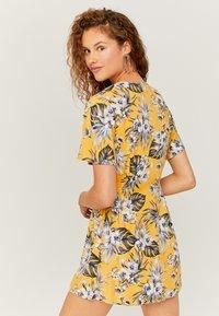 TALLY WEiJL - MIT KNÖPFEN - Day dress - yellow - 2