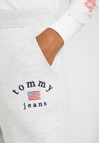 Tommy Jeans - SWEATPANT - Tracksuit bottoms - pale grey - 3
