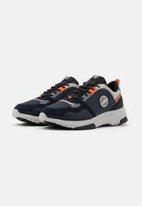 Colmar Originals - AYDEN BLADE - Sneakers laag - navy/orange - 1
