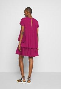 N°21 - Korte jurk - pink - 2