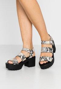 Madden Girl - CARTERR - Sandály na platformě - natural/multicolor - 0