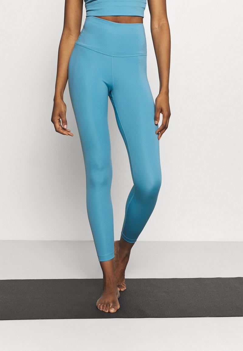 Nike Performance - THE YOGA 7/8  - Medias - cerulean/light armory blue