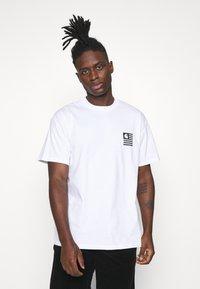 Carhartt WIP - WAVY STATE - T-shirt print - white/black - 0