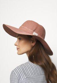 Barbour - WELLWOOD TARTAN SUN HAT - Hat - rose tan - 0