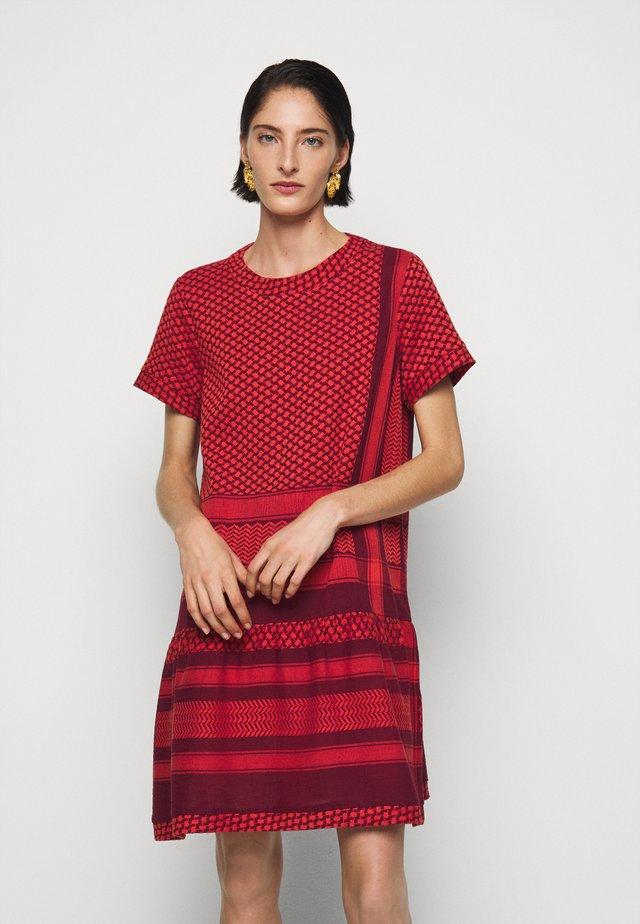 DRESS - Denní šaty - safran