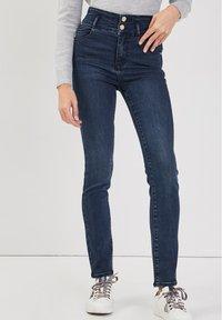 Cache Cache - MIT HOHER TAILLE - Slim fit jeans - denim blue black - 0