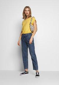 Vero Moda - Basic T-shirt - banana cream - 1