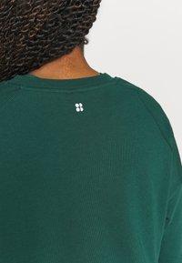 Sweaty Betty - AFTER CLASS  - Sweatshirt - june bug green - 5