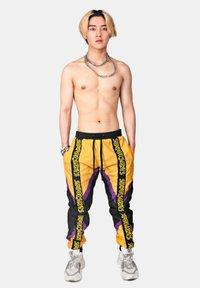 SEXFORSAINTS - TRI-COLOURED RACE PANT - Trainingsbroek - mustard yellow - 1