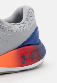 Under Armour - CHARGED VANTAGE  - Neutral running shoes - mod gray - 5
