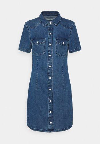JDYNEWSANNA LIFE DRESS - Denim dress - medium blue denim