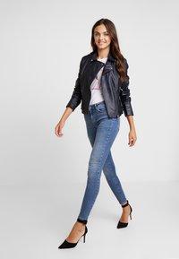 Vero Moda - VMTERESA - Jeans Skinny Fit - medium blue denim - 1