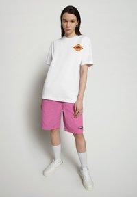 Napapijri - S-ALHOA - T-shirt med print - white graph l - 1