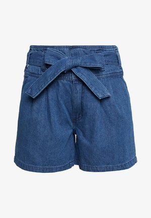 VMKATIE BELT SHORTS - Farkkushortsit - medium blue denim