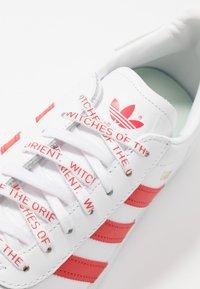 adidas Originals - GAZELLE - Trainers - footwear white/lush red/crystal white - 2