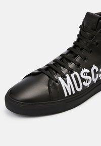 MOSCHINO - High-top trainers - nero - 4