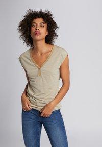 Morgan - Print T-shirt - dark brown - 0