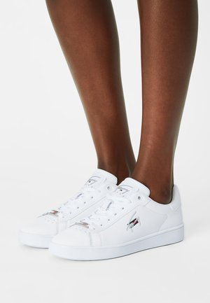 CLEAN CUPSOLE - Baskets basses - white